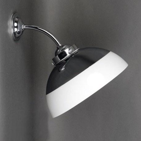 Verchroomde buiten- badkamerwandlamp met een halve bol en optionele kap
