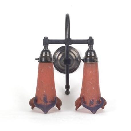 Badkamerlamp 2 lichts in brons, met Pate-de-Verre glaskappen in aardetinten